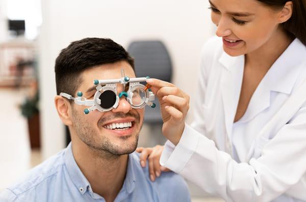 wizyta w salonie okulisty